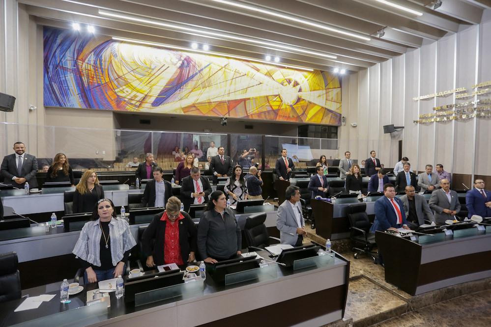 Acuerda el Pleno citar a comparecer a funcionarios públicos para analizar tercer informe