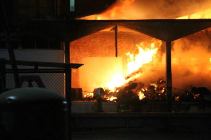 Resurgió el fuego en Gamesa ¿Qué no dejaban entrar a bomberos?