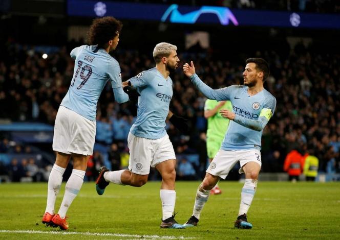 Manchester City arrolla y avanza a cuartos de final