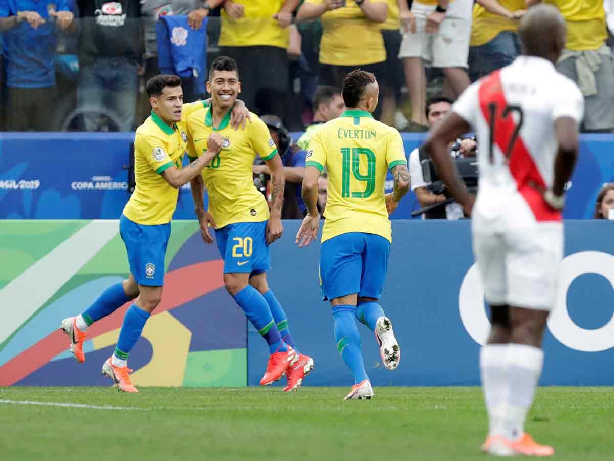 Brasil avanza a 'cuartos' como líder de grupo