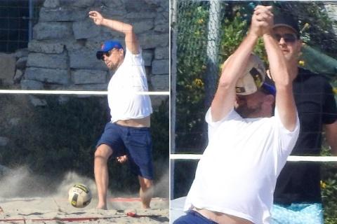 DiCaprio recibe balonazo en la cara jugando voleibol y se convierte en meme