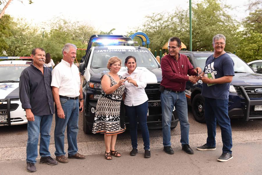 Entrega alcaldesa Celida López ocho patrullas a vecinos de la colonia Olivares
