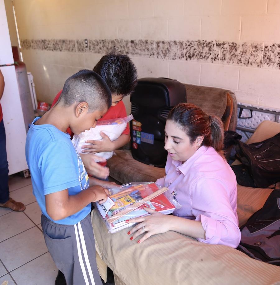 Apoya DIF Sonora con útiles escolares a familias reintegradas