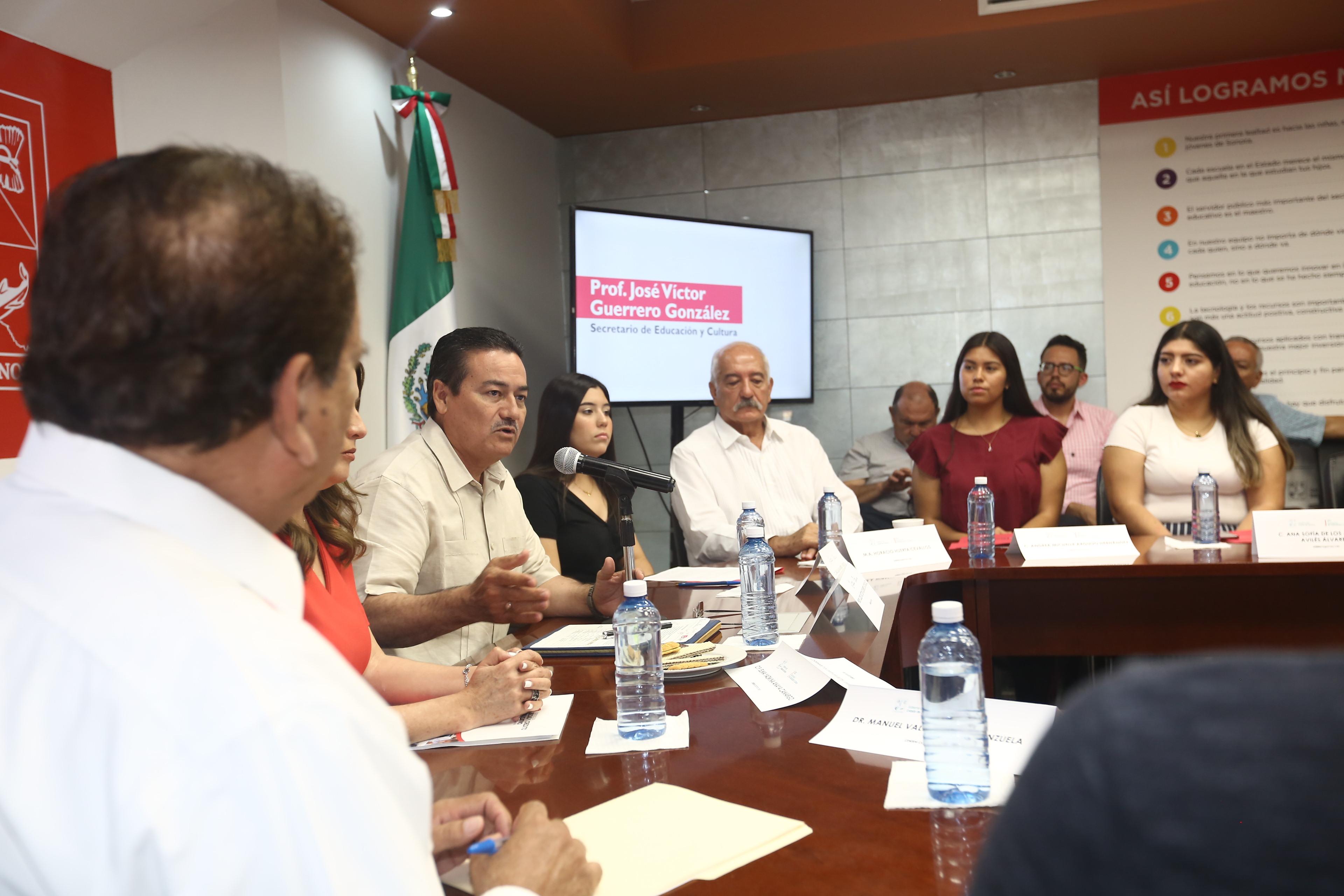Entrega Gobierno del Estado becas a jóvenes para estudiar en Nuevo México