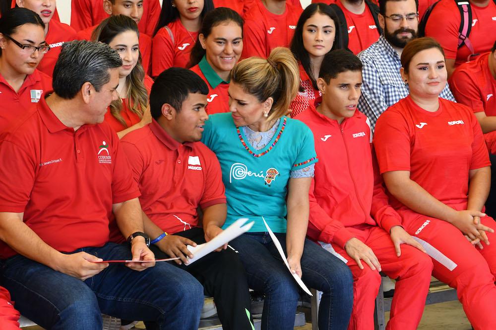 Abandera Gobernadora Pavlovich a atletas de la Ola Roja