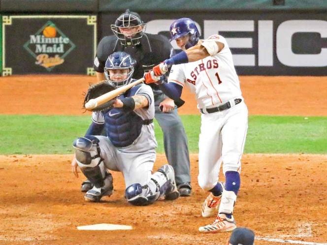 Astros lo empareja; Carlos Correa lo define con jonrón