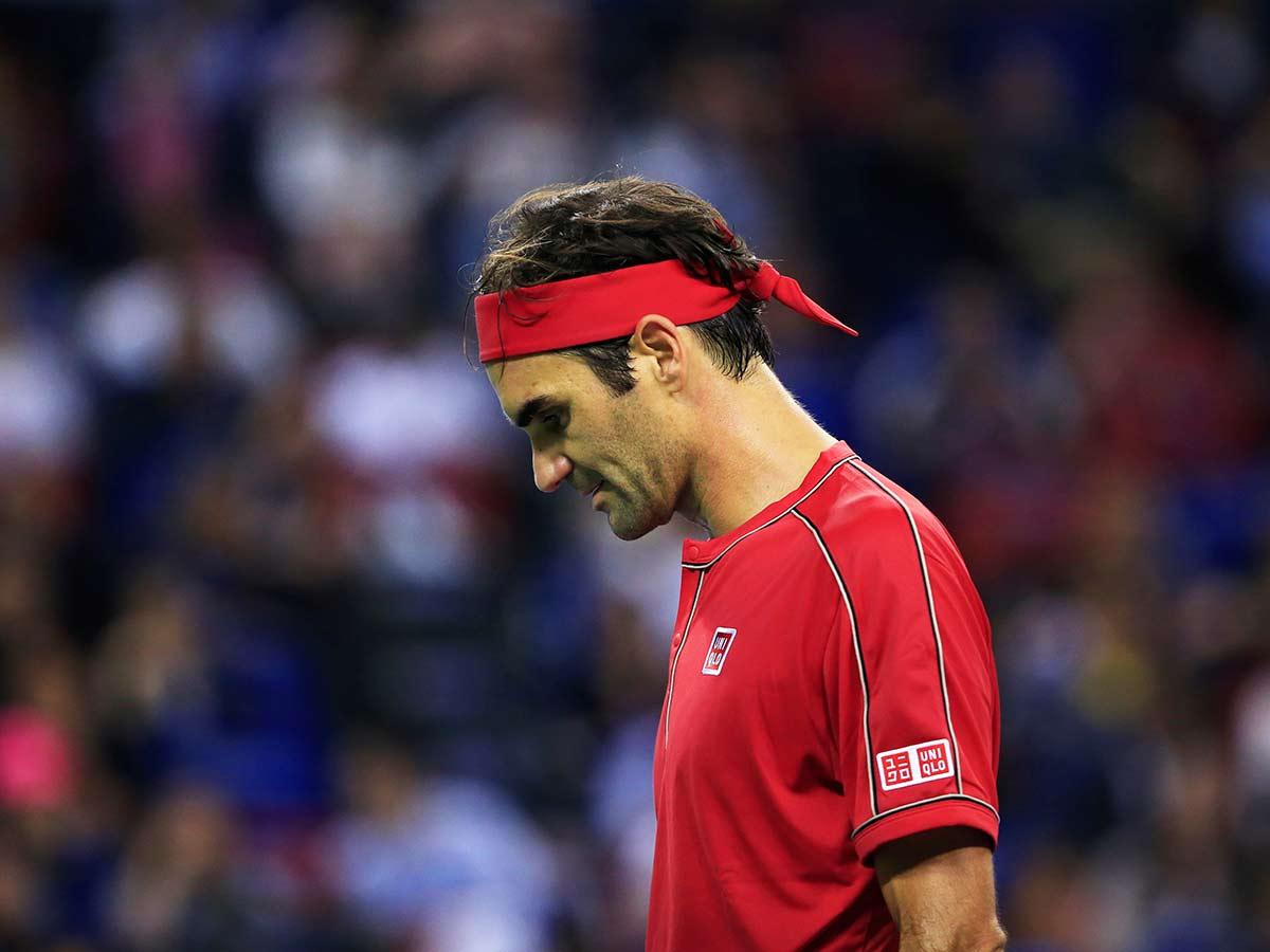 Federer se desespera y se enfada en Shanghai
