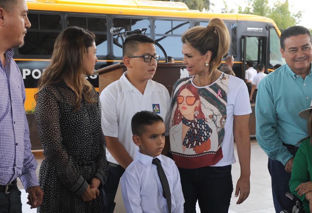 Habitantes de la Sierra Alta reciben apoyos de la Gobernadora Pavlovich
