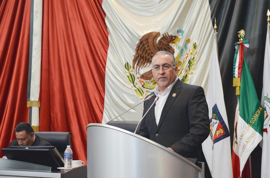 Conmemora el diputado Montes Piña, el Día Internacional de los Docentes