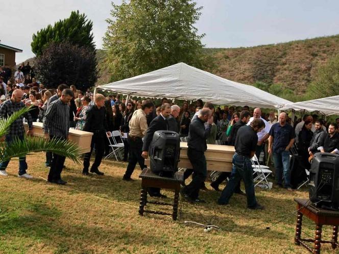 Realizan primeros funerales de la masacre de La Mora, entre Sonora y Chihuahua