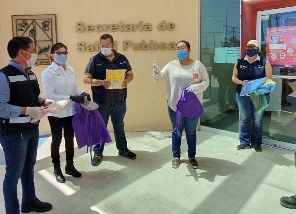 Dona Icatson material de protección al personal de Salud de Puerto Peñasco